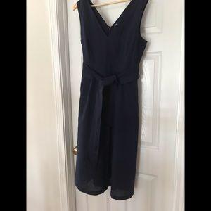 NWT Navy Gap lien dress that ties at the waist